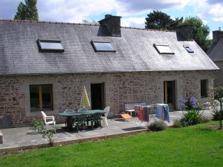 In the heart of Britanny, stone house with a 6000 m2 garden, close to the sea - Brittany vacation rentals