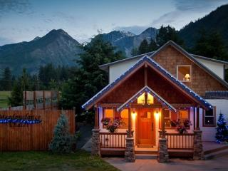 Beautiful Custom Home with Stunning Views - Leavenworth vacation rentals