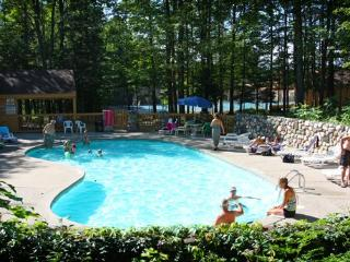 On-site heated pools - Debby Castelein