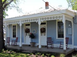 Barbi and Keith's Kottage - Fredericksburg vacation rentals