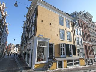 Top located Amsterdam canalhouse - North Holland vacation rentals