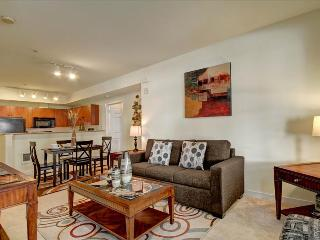 BOOK ONLINE! Downtown Bellevue's Best, Best Dining & Shopping, STAY ALFRED AV2 - Seattle vacation rentals
