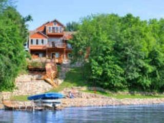 'NEPTUNE' - STUNNING WATERFRONT HOME - SLEEPS 16 - Iowa vacation rentals