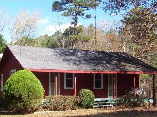 Beaver Lake area getaway cabin on a private estate - Rogers vacation rentals