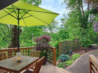 EXQUISITE, SERENE, IN CITY FOREST RETREAT - Seattle Metro Area vacation rentals