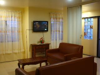 Las Pinas Apartel-better than hotel condo living - Las Pinas vacation rentals