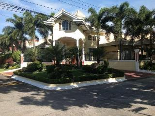 vip villa  with golf package deal   full serviced - Angeles vacation rentals