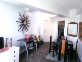 WIFI 2BR Eastwood City Next to Shopping Mall - Quezon City vacation rentals
