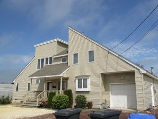 Outstanding, Contemporary home - Manahawkin vacation rentals