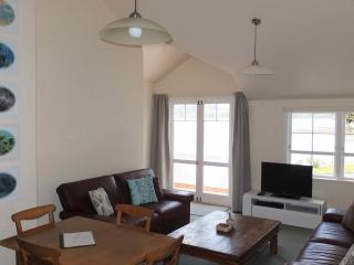 Waterfront Apartment in Charming Village - Mangonui vacation rentals