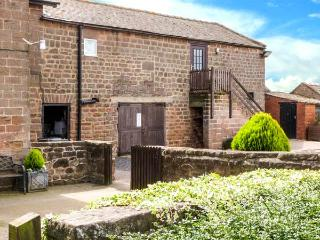 THE GRANARY, stone-built cottage annexe, on working farm, romantic retreat, near Harrogate, Ref 915427 - Harrogate vacation rentals