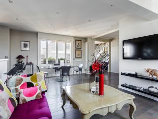 Superb duplex with rooftop view of the Eiffel Tower - 16th Arrondissement Passy vacation rentals