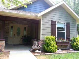 Upscale Home by the lake: Luxurious Beds and Brand New Everything! - Ridgedale vacation rentals