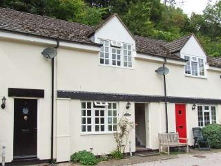 WYE VALLEY COTTAGE, lovely riverside location, pets welcome, off road parking, in Symonds Yat, Ref 27850 - Symonds Yat vacation rentals
