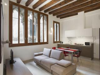 Renovated vintage apartment in the heart of Rialto - Venice vacation rentals