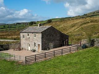 BIRDS NEST CLOSE, Grade II listed detached cottage, pet-friendly, walks in the area, near Reeth Ref 916834 - Swaledale vacation rentals
