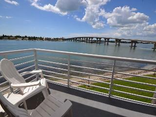 Bahia Vista 9-317 Fabulous Updated Isla  corner condo with sunset views! - Saint Petersburg vacation rentals