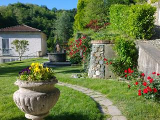 Charming apartment in independent cottage, 2 bedrooms - Torino vacation rentals