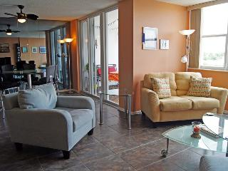 Spacious waterfront condo in Hollywood Beach, FL - Hollywood vacation rentals