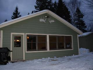 Cozy camp perfect location for all activities - Sugarloaf vacation rentals