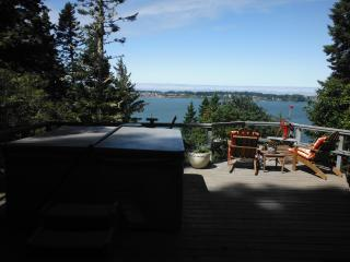 Guesthouse in Woods with Hot Tub/Bay View Access - Coos Bay vacation rentals