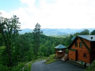 A Wilderness Hideaway - Upscale Log Cabin with Stunning View Minutes to Cherokee and Bryson City - Bryson City vacation rentals