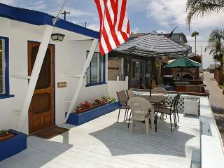Quaint 1 Bedroom 1 Bath with 2 parking spaces and large deck. - San Diego vacation rentals