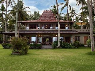 Two ocean front luxury villas with tennis court - Candidasa vacation rentals
