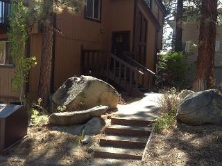 Spacious 4 bedroom condo in the quiet area of Lake Village - South Lake Tahoe vacation rentals