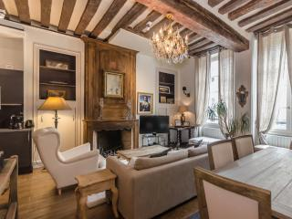 Traditional, Luxurious 2 bed apartment in Paris - Paris vacation rentals