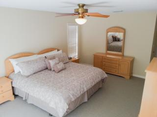 Fall Specials 1200.00 Large 4 bed 2 1/2 bath spacious pool home. - Florida Central Atlantic Coast vacation rentals