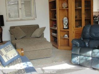 LIGHT & SPACIOUS 2 BDR IN CENTER OF GERMAN COLONY - Jerusalem vacation rentals
