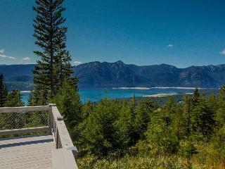 Looking for panoramic views and privacy? 4BR+Loft | Hot Tub! *Fall Specials* - Ronald vacation rentals