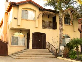 XTRA LARGE LUXURY TOWNHOME w/POOL, JACUZZI, & WIFI - Los Angeles vacation rentals