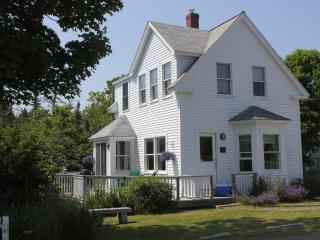 Well Kept In-Town Home with Harbor Views - Stonington vacation rentals