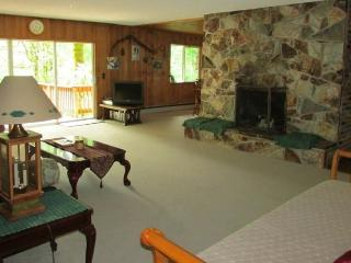 Swiftwater Park Guest  House, Crater Lake Lodging - Idleyld Park vacation rentals