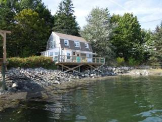 ABENAKI COTTAGE | INCREDIBLE VIEWS | PET FRIENDLY | PRIVATE DOCK & FLOAT | WALK TO DOWNTOWN DAMARISCOTTA | LARGE DECK OVER THE T - Damariscotta vacation rentals