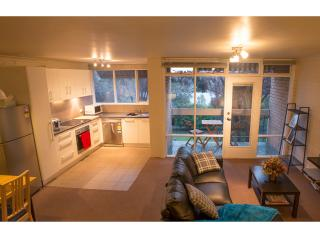 2.5 BR apt in central Canberra - Canberra vacation rentals