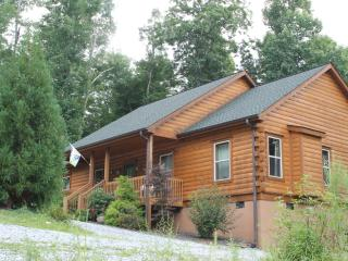 New Log Cabin, Views, Gas Logs, Hiking, River Two Minutes. Little Switzerland Nc - Burnsville vacation rentals