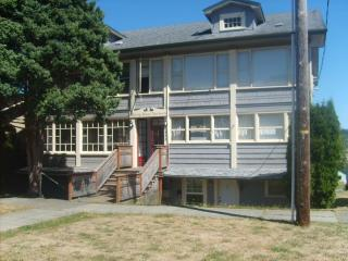 One bedroom apartment with enclosed porches - Coos Bay vacation rentals