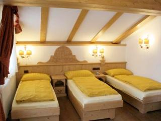 Residence Commezzadura - roomed attic - Commezzadura vacation rentals