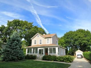 Adorable, Updated Farmhouse; Walk to Beach & Town! - Long Island vacation rentals
