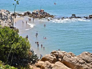 Beautiful 2 bed! Walk to the Beach, Soak up the Charm of Corona Del Mar! - Orange County vacation rentals