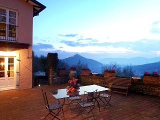 Charming country villa with Jacuzzi pool close to the beaches and 5 Terre - Sarzana vacation rentals