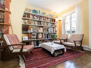 Bright&large 2BR, lively area - P10 - Paris vacation rentals