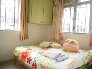 2 Bdrm, tidy @Mongkok for 6pax,4mins to MTR - Hong Kong Region vacation rentals