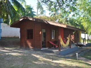 Lovely cabana (wooden house) in Barra do Jacuipe, Bahia with pool, close to the sea - State of Bahia vacation rentals