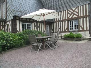 Spacious house in Annebault (Normandy) with swimming pool and 10 kilometres from the sea - Annebault vacation rentals