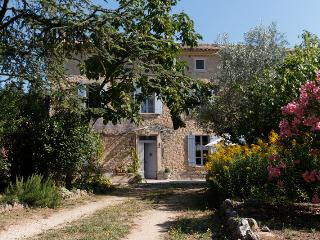 Spacious countrystyle house in Carpentras (Provence) with large swimming pool - Vaucluse vacation rentals