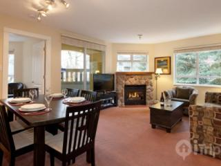 Stunning corner unit at Bear Lodge, 2 bed, 2 bath fully remodelled, unit 204 - British Columbia Mountains vacation rentals